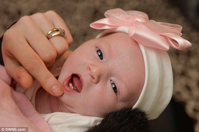 Đón con vào lòng sau sinh, mẹ 28 tuổi hốt hoảng khi nhìn vào miệng đứa trẻ đang há - Ảnh 3
