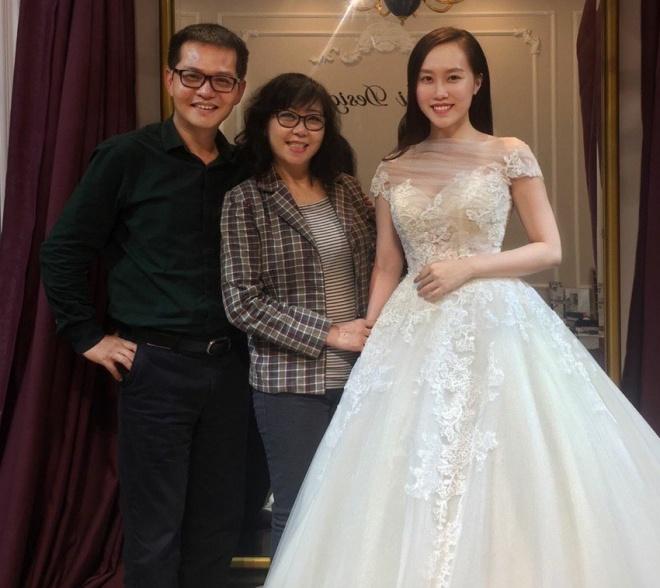 Lộ ảnh NSND Trung Hiếu đưa bạn gái kém 19 tuổi đi thử váy cưới, cô dâu xinh như thiên thần - Ảnh 3