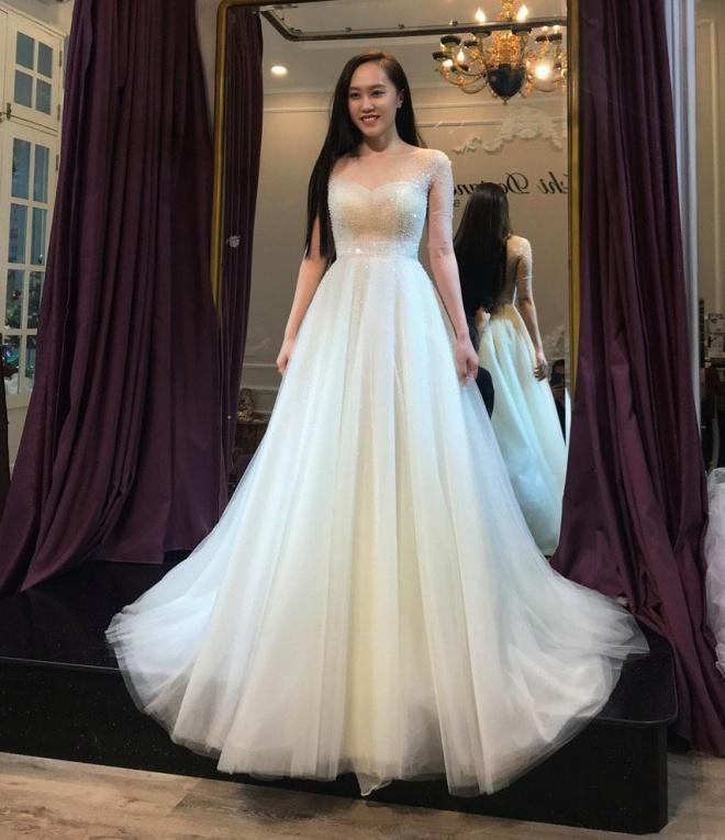 Lộ ảnh NSND Trung Hiếu đưa bạn gái kém 19 tuổi đi thử váy cưới, cô dâu xinh như thiên thần - Ảnh 4