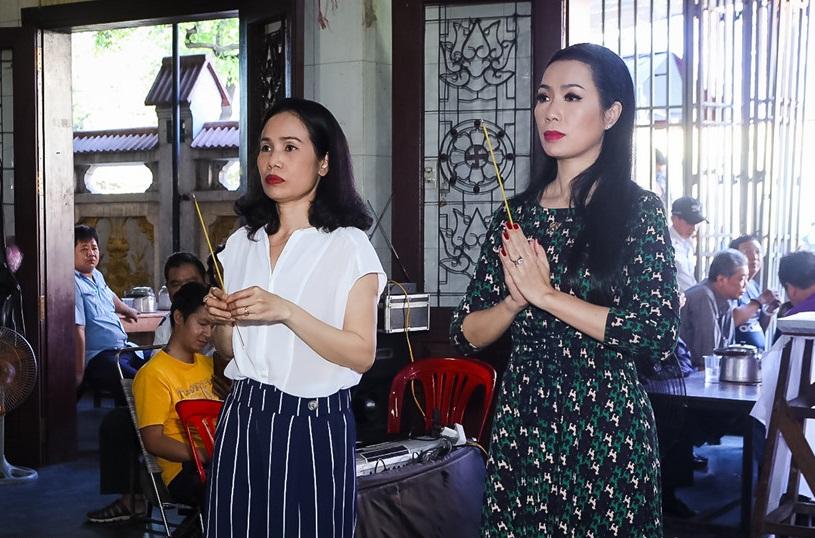 Quyền Linh, Trịnh Kim Chi bật khóc khi đến viếng diễn viên Mạnh Tràng qua đời ở tuổi 53 - Ảnh 5