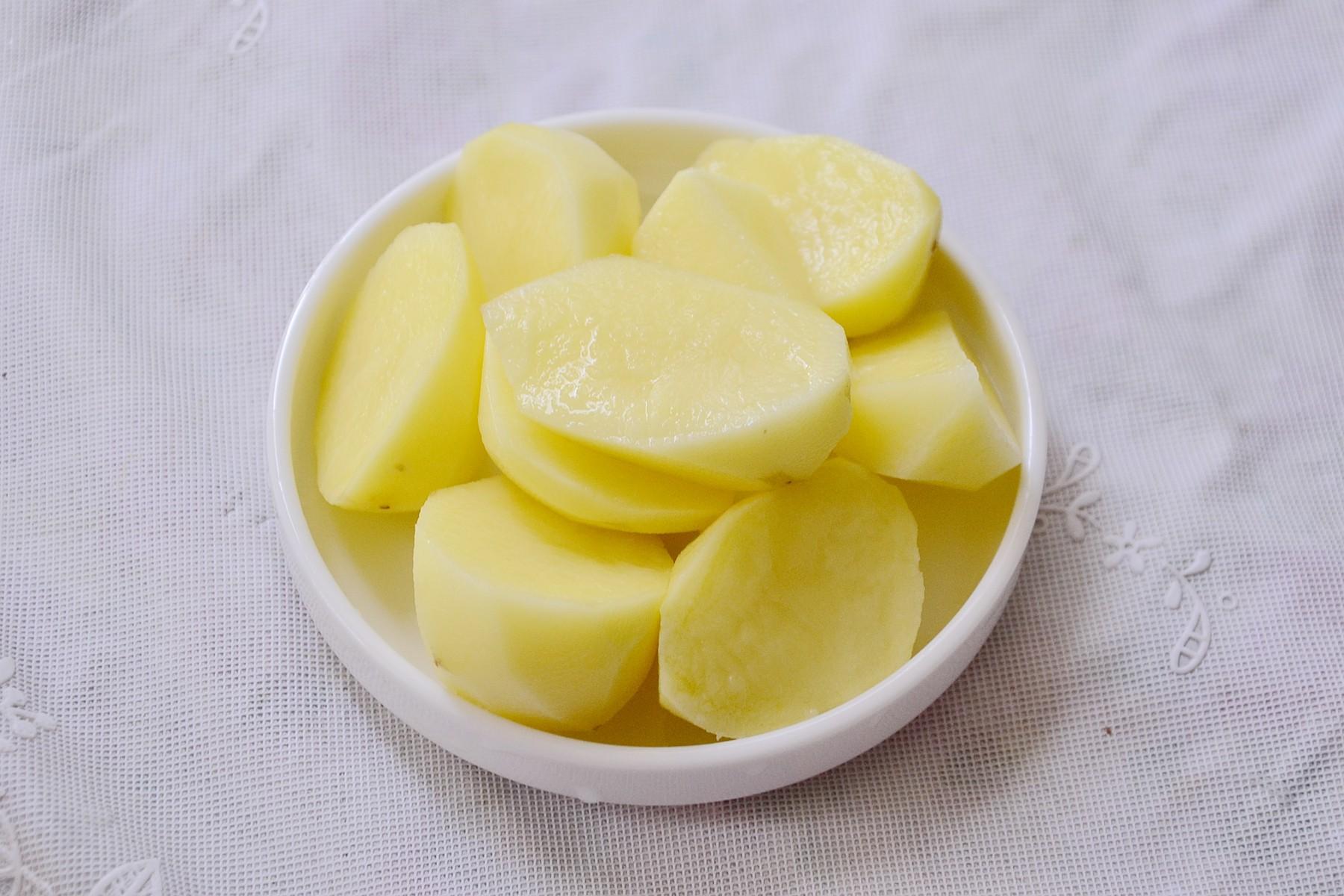 Sườn hấp khoai tây mềm ngon đã miệng - Ảnh 2