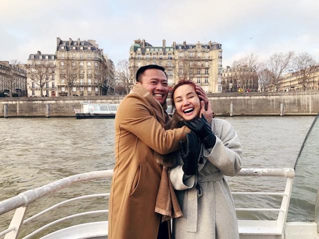 'Tan chảy' với khoảnh khắc Vy Oanh được chồng hơn 15 tuổi cưng nựng, ôm ấp trong vòng tay - Ảnh 2
