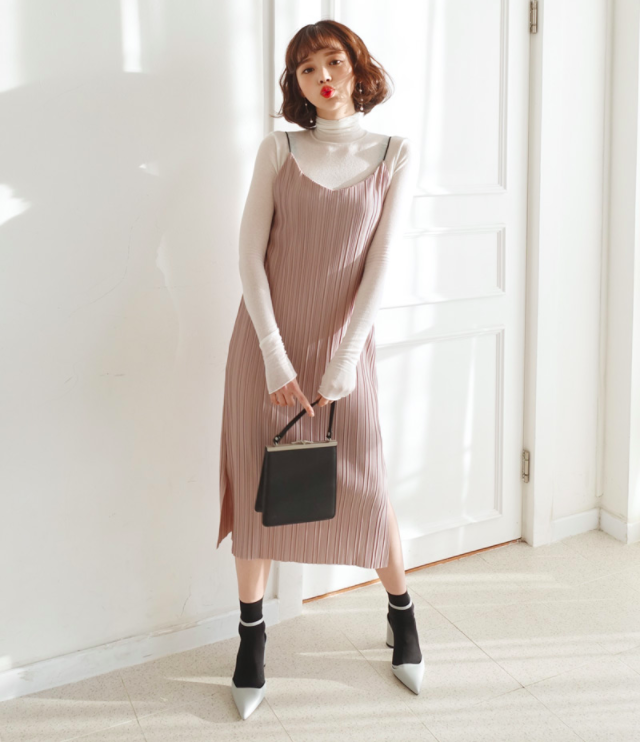 Váy yếm giúp trang phục ngày tết thêm dịu dàng và nữ tính