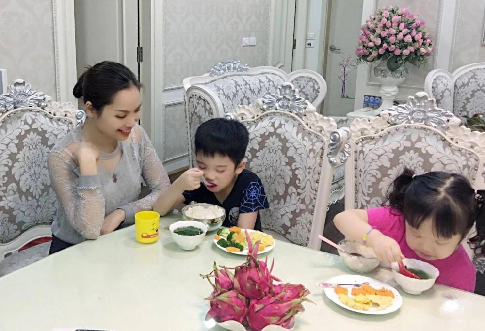 Cẩm nang cha mẹ dạy con lịch sự trong bữa ăn - Ảnh 2