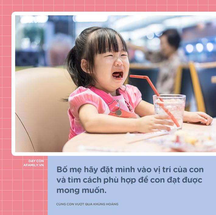 """Mệt mỏi vì con khủng hoảng tuổi lên 3, đây là 6 cách giúp mẹ """"sống sót"""" qua giai đoạn khó khăn này - Ảnh 2"""
