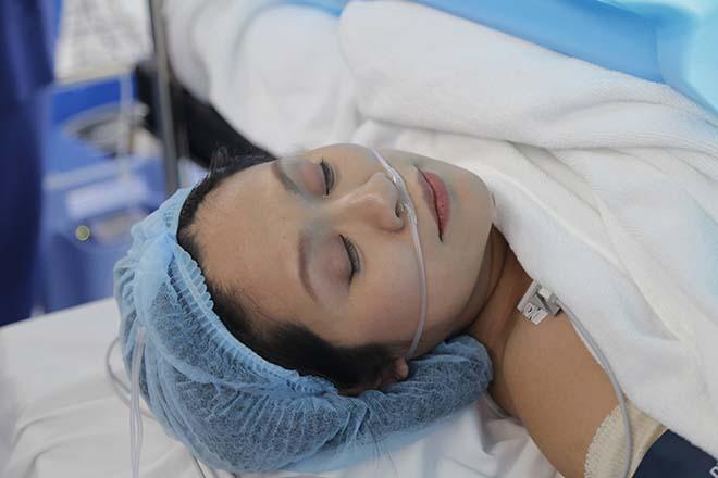 Chồng Thanh Thúy vào tận phòng sinh, chứng kiến vợ vượt cạn - Ảnh 6