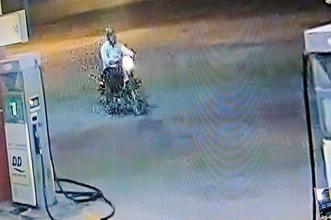 Dân treo thưởng 50 triệu cho người cấp tin về kẻ giết nhân viên cây xăng - Ảnh 1