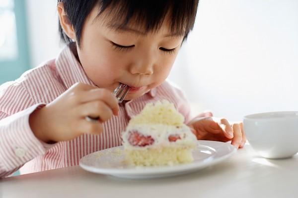 Lời khuyên cực hữu ích cho các mẹ để con luôn ăn uống lành mạnh ngay cả trong dịp Tết ngập ngụa bánh kẹo - Ảnh 1