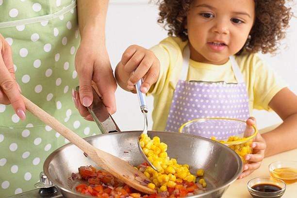 Lời khuyên cực hữu ích cho các mẹ để con luôn ăn uống lành mạnh ngay cả trong dịp Tết ngập ngụa bánh kẹo - Ảnh 3