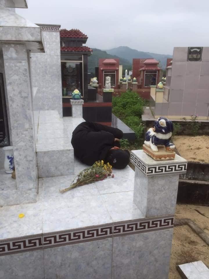 Mẹ già không có tiền chôn cất con trai chết vì rượu dịp Tết: 'Những người uống cùng bạn sẽ quên bạn, nhưng nỗi đau với người thân thì vẫn còn mãi' - Ảnh 1