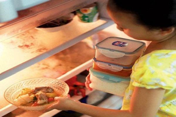 Nấu lại thức ăn, thói quen gia đình nào cũng gặp dịp Tết: Chuyên gia cảnh báo điều gì? - Ảnh 1