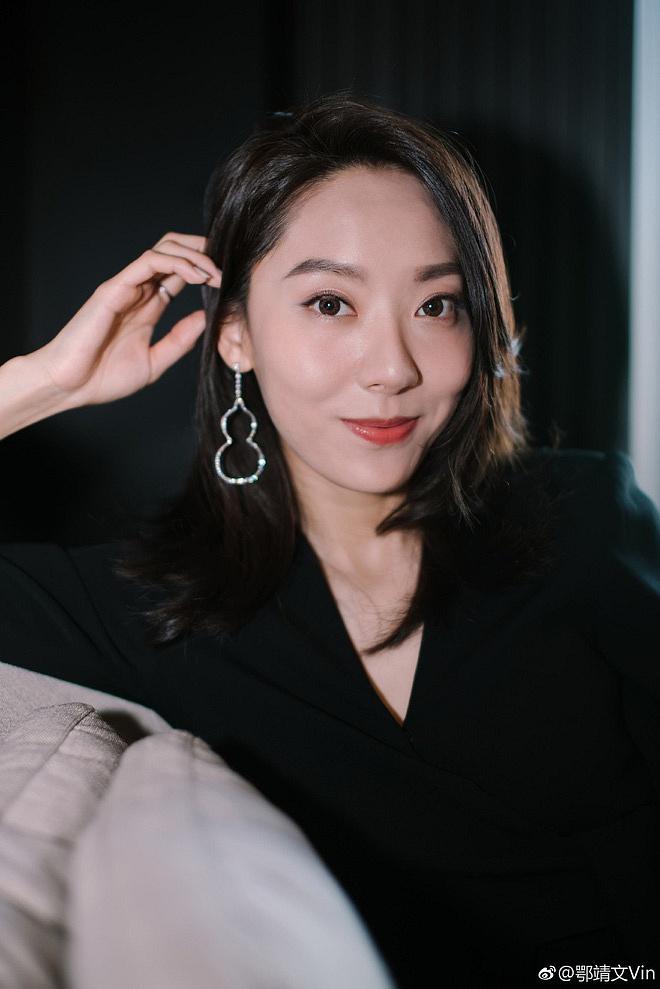 Ngạc Tĩnh Văn: 'Nàng thơ' mới của Châu Tinh Trì, nhan sắc tầm trung nhưng vóc dáng lại khiến nhiều người ngỡ ngàng - Ảnh 2