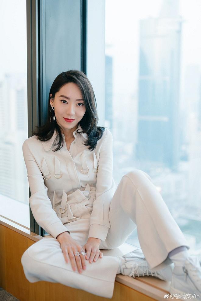 Ngạc Tĩnh Văn: 'Nàng thơ' mới của Châu Tinh Trì, nhan sắc tầm trung nhưng vóc dáng lại khiến nhiều người ngỡ ngàng - Ảnh 3