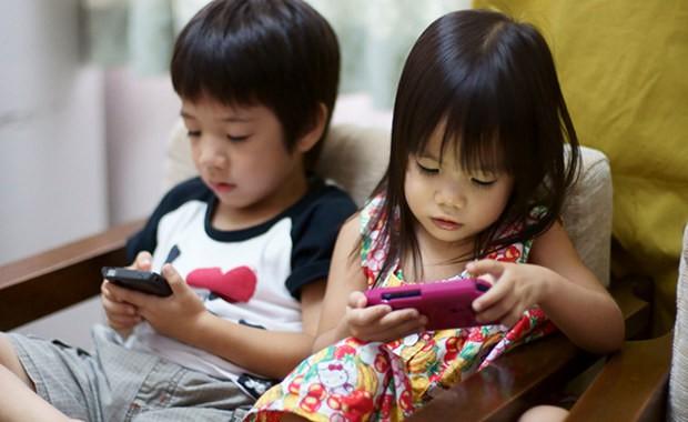Trẻ có thói quen ngồi lì trước màn hình điện thoại sẽ phải đối diện với những điều cực nguy hiểm  - Ảnh 5
