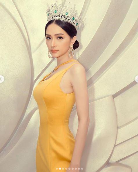Cận kề thời khắc chuyển giao vương miện, Hoa hậu Hương Giang khoe vẻ đẹp miễn chê - Ảnh 7