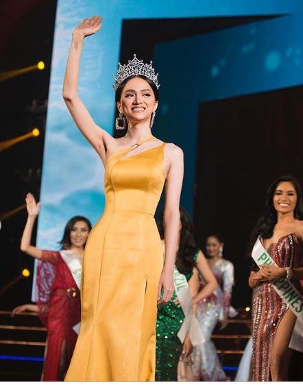 Cận kề thời khắc chuyển giao vương miện, Hoa hậu Hương Giang khoe vẻ đẹp miễn chê - Ảnh 9
