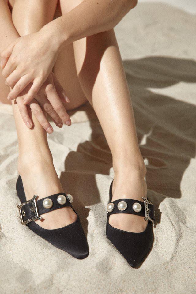 Đã đến lúc những đôi boots thời thượng nhường chỗ cho 4 mẫu giày công sở cách điệu xinh xắn này - Ảnh 1