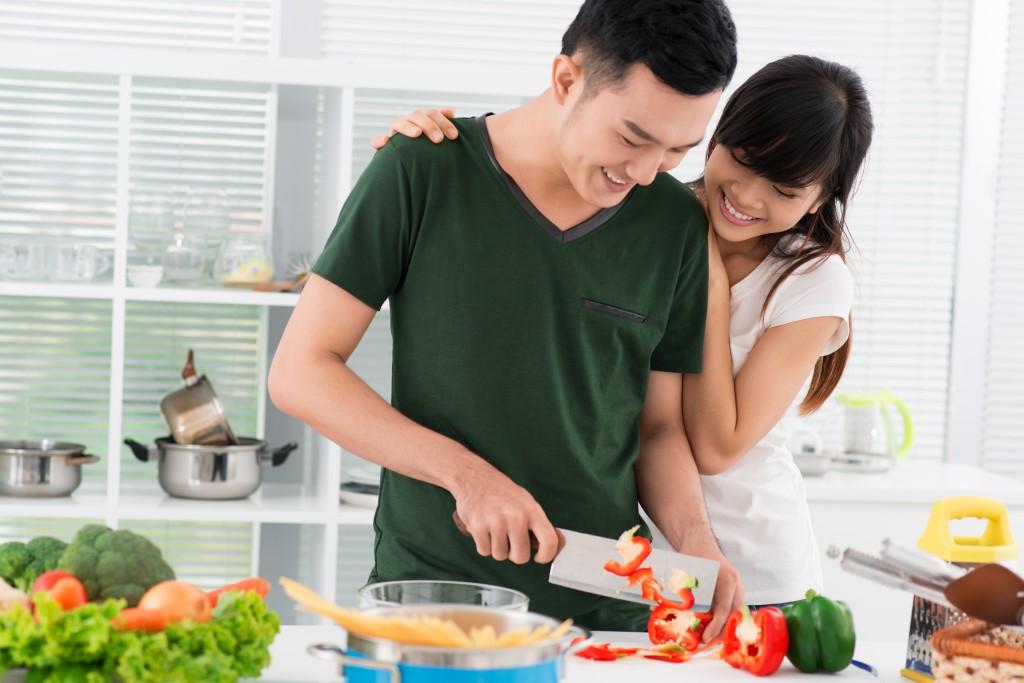 Phụ nữ hiện đại: Đừng đòi quà 8/3, hãy đề nghị chồng rửa bát, lau nhà! - Ảnh 2