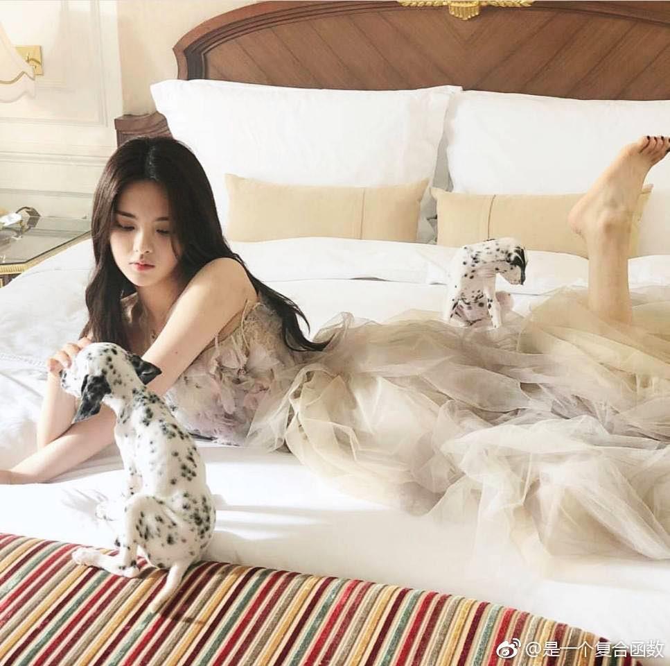 Dương Siêu Việt - thần tiên tỷ tỷ 21 tuổi bị chê là thảm họa showbiz - Ảnh 8