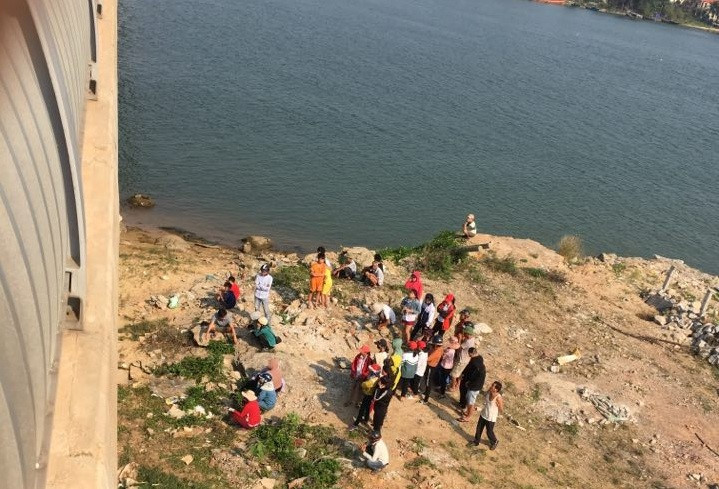 Phát hiện thi thể nữ sinh SN 2000 nổi trên sông, nghi tự tử vì tình - Ảnh 2
