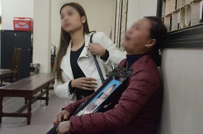 Xét xử vụ ca sĩ Châu Việt Cường nhét tỏi khiến cô gái tử vong: 'Bị cáo chỉ biết tỏi có thể trừ tà ma, càng ăn nhiều càng tốt...' - Ảnh 1