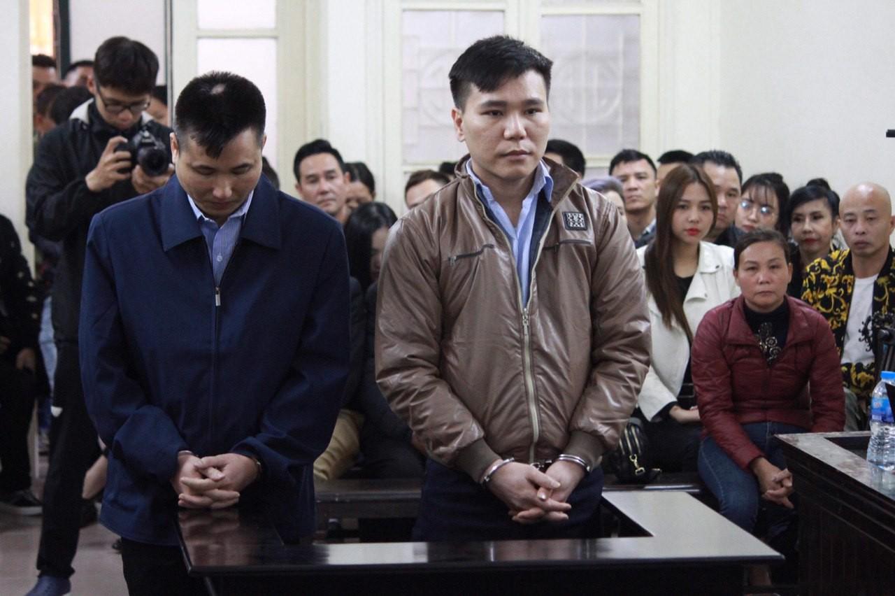 Xét xử vụ ca sĩ Châu Việt Cường nhét tỏi khiến cô gái tử vong: 'Bị cáo chỉ biết tỏi có thể trừ tà ma, càng ăn nhiều càng tốt...' - Ảnh 2