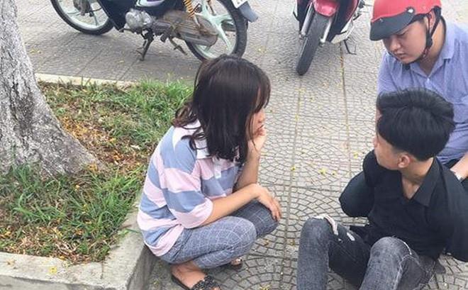 Bạn gái của thiếu niên đâm chết người bất ngờ xuất hiện ở đám tang nạn nhân, điện thoại mở ghi âm - Ảnh 1