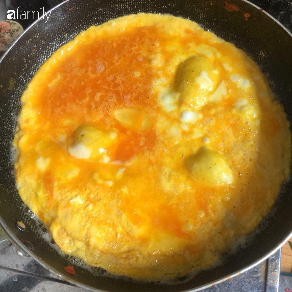 Người bán trứng lâu năm tiết lộ 5 mẹo giúp bà nội trợ Việt chọn chuẩn trứng gà ta, không bao giờ nhầm lẫn với trứng gà công nghiệp - Ảnh 6