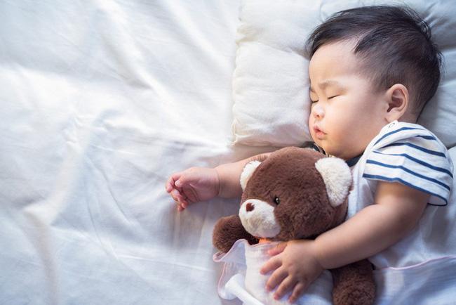 Bé trai 10 tháng tuổi người lạnh toát và ra đi trong giấc ngủ, đằng sau đấy là lời cảnh báo về sai lầm mà nhiều cha mẹ có thể sẽ mắc phải - Ảnh 2