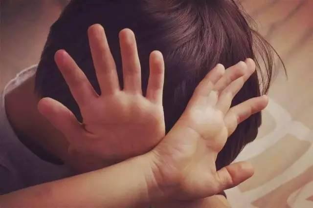 Khi con bị bắt nạt, cha mẹ đừng dạy con nói 3 từ này bằng không càng khiến trẻ bị tổn thương nặng nề hơn - Ảnh 2