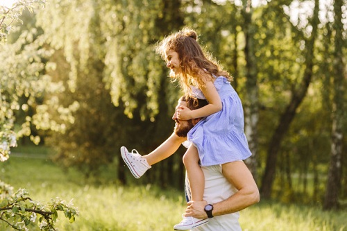 Lời khuyên dành cho những ông bố khi nuôi dạy con gái - Ảnh 2