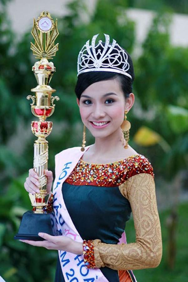 Hoa hậu Thùy Lâm: Thanh xuân sôi nổi, lấy chồng xong sống đời ẩn dật - Ảnh 1