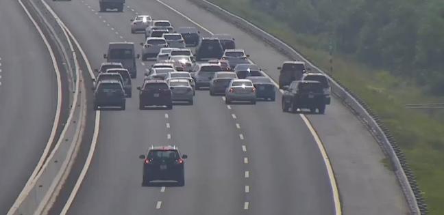 Clip đoàn 20 chiếc ô tô dừng trên đường cao tốc Hà Nội - Hải Phòng để chụp ảnh - Ảnh 2