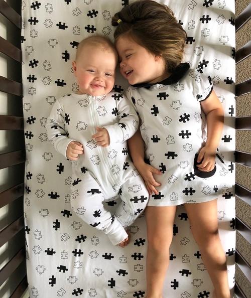 Niềm hạnh phúc khi có em trai của cô bé ba tuổi - Ảnh 12