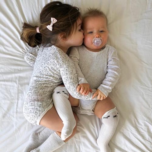 Niềm hạnh phúc khi có em trai của cô bé ba tuổi - Ảnh 4