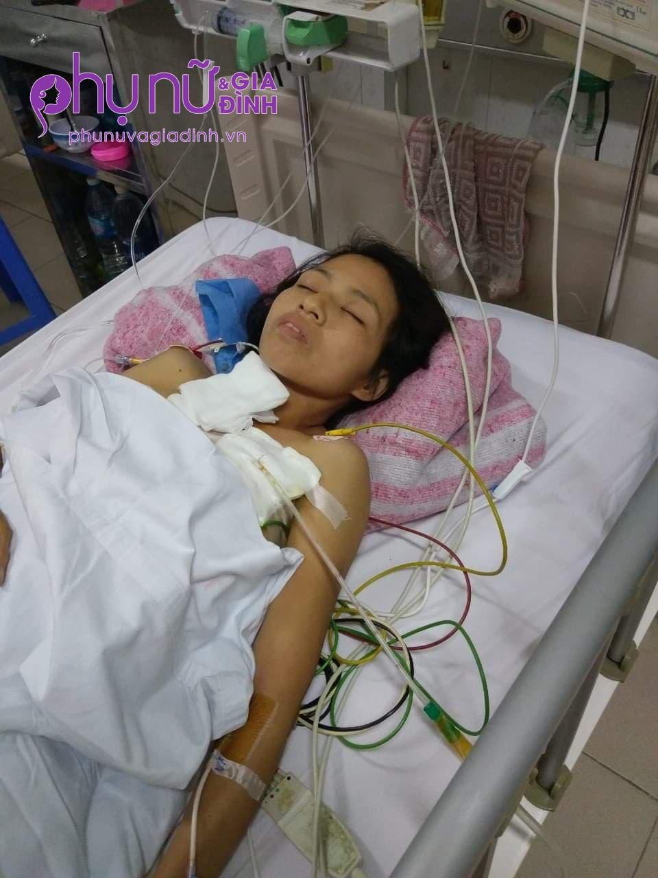 Mẹ giành giật sự sống trong bệnh viện, 3 đứa trẻ bơ vơ hàng ngày đứng đầu ngõ ngóng đợi vì mong nhớ - Ảnh 2