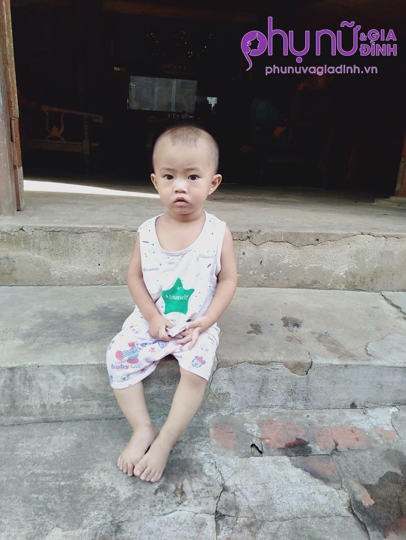 Mẹ giành giật sự sống trong bệnh viện, 3 đứa trẻ bơ vơ hàng ngày đứng đầu ngõ ngóng đợi vì mong nhớ - Ảnh 3