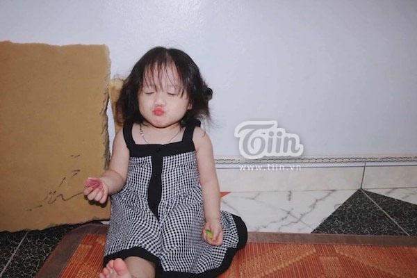 Tưởng bố 'cho ra rìa' từ ngày có em trai, cô bé 2 tuổi nũng nịu hờn dỗi ai nhìn cũng thương - Ảnh 2