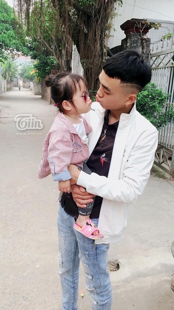 Tưởng bố 'cho ra rìa' từ ngày có em trai, cô bé 2 tuổi nũng nịu hờn dỗi ai nhìn cũng thương - Ảnh 4