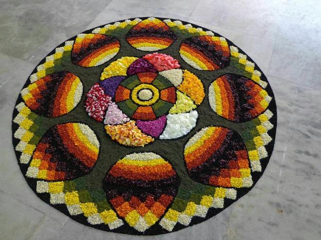 Sau BLACKPINK, đến lượt Chungha gây tranh cãi vì dám ngồi lên và nhảy múa trên biểu tượng thiêng liêng của Ấn Độ - Ảnh 3