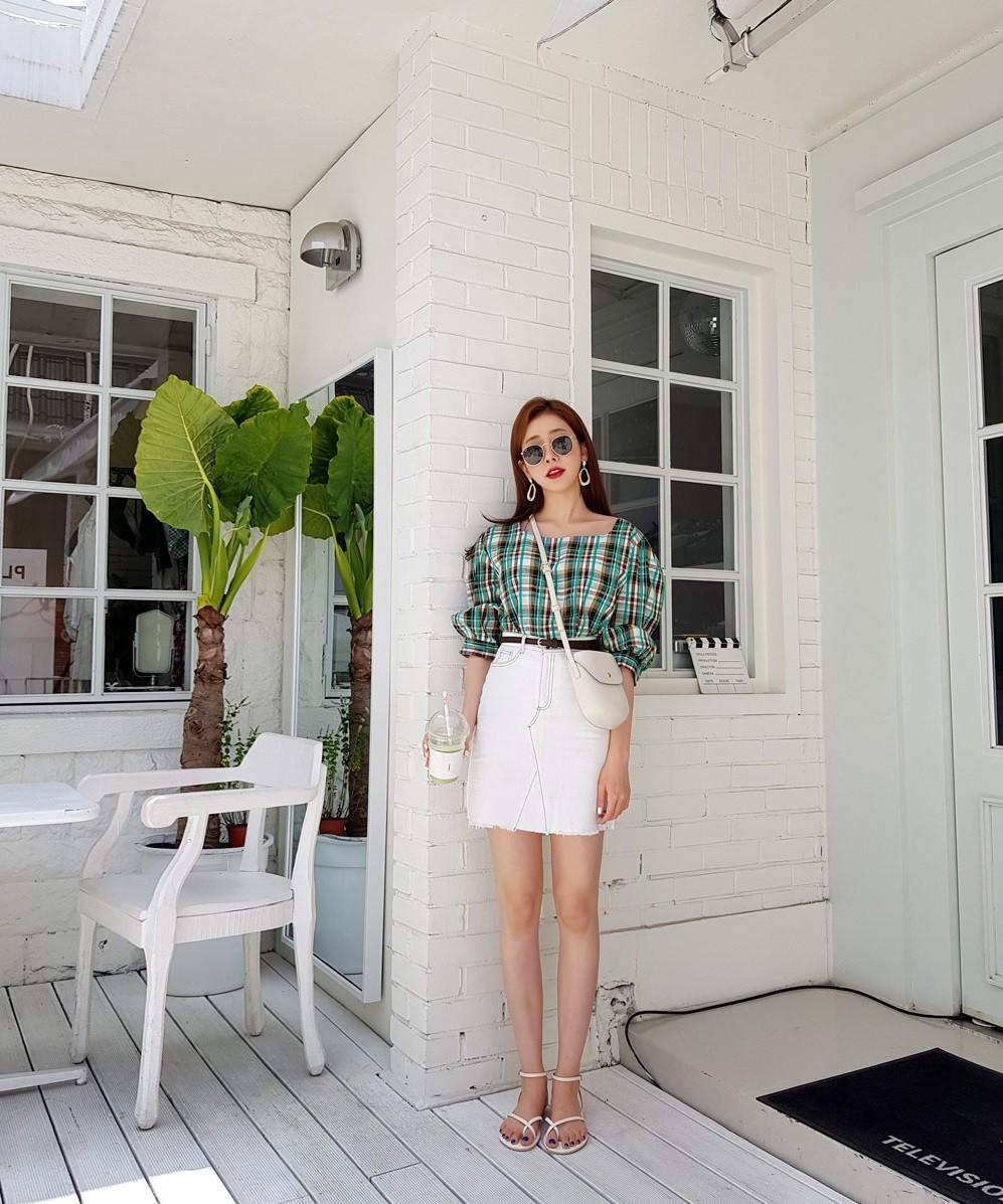 4 kiểu chân váy ngắn diện lên trẻ trung hết sức, lại còn giúp khoe triệt để đôi chân thon gọn nuột nà - Ảnh 2