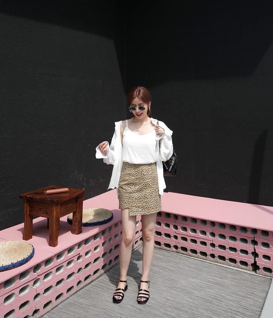 4 kiểu chân váy ngắn diện lên trẻ trung hết sức, lại còn giúp khoe triệt để đôi chân thon gọn nuột nà - Ảnh 4