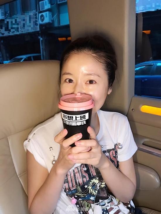Ngoài tứ tuần, nhiều sao Hoa ngữ vẫn có mặt mộc đẹp phát mức gái trẻ 'xách dép chạy theo không kịp' - Ảnh 2