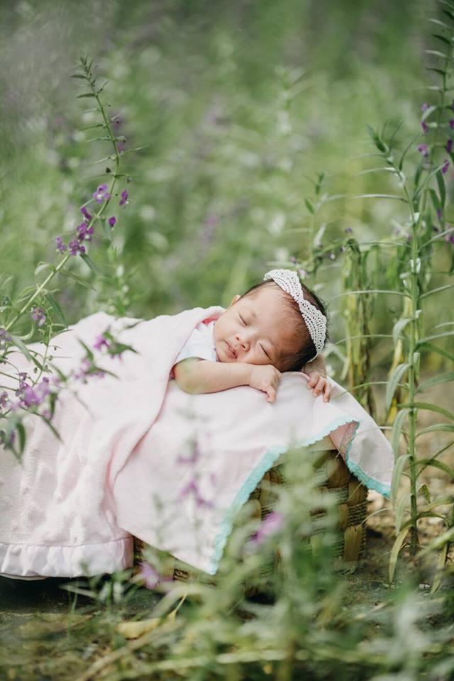 Phát cuồng với clip con gái Khánh Thi – Phan Hiển hóng chuyện siêu đáng yêu khi mới 3 ngày tuổi - Ảnh 1