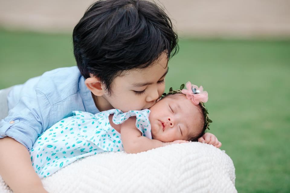 Phát cuồng với clip con gái Khánh Thi – Phan Hiển hóng chuyện siêu đáng yêu khi mới 3 ngày tuổi - Ảnh 2