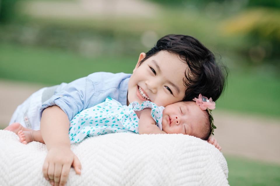 Phát cuồng với clip con gái Khánh Thi – Phan Hiển hóng chuyện siêu đáng yêu khi mới 3 ngày tuổi - Ảnh 3