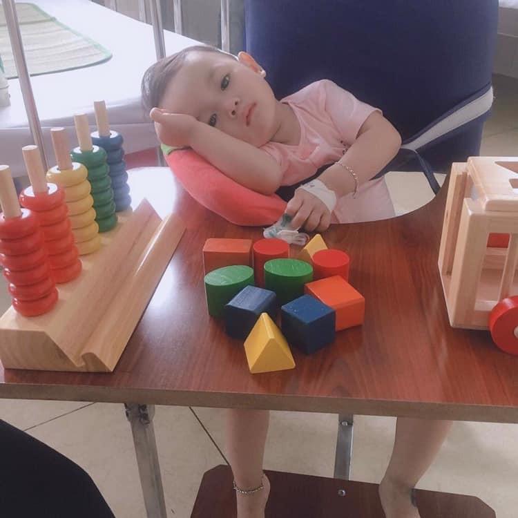 Sốt đúng 1 ngày, bé gái 21 tháng tuổi đã bị viêm màng não, để lại di chứng nặng nề và bài học cảnh tỉnh các mẹ - Ảnh 3