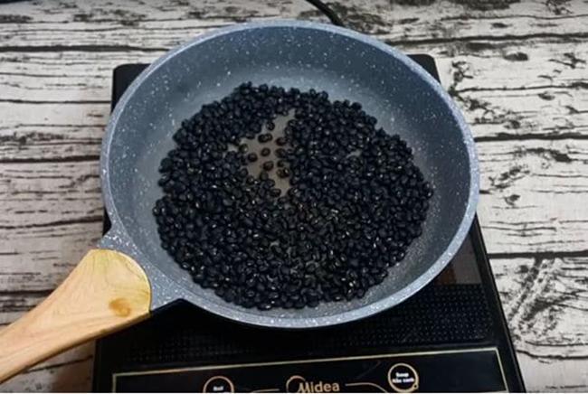 Mỗi ngày uống 2 ly nước đậu đen trước bữa ăn – Bí quyết giúp phụ nữ Nhật trẻ lâu, vóc dáng thon gọn hoàn hảo  - Ảnh 3