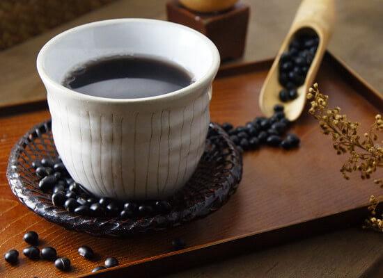 Mỗi ngày uống 2 ly nước đậu đen trước bữa ăn – Bí quyết giúp phụ nữ Nhật trẻ lâu, vóc dáng thon gọn hoàn hảo  - Ảnh 1