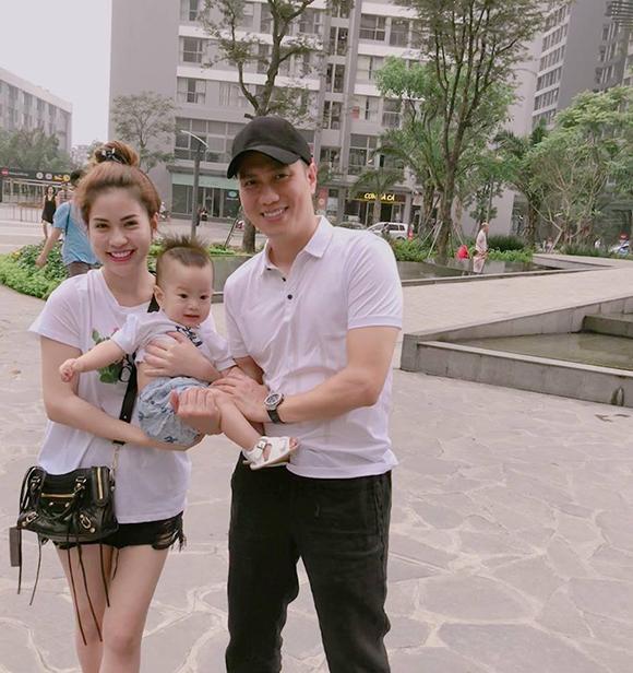 Lê Việt Anh và bà xã cùng 'bật' chế độ độc thân trên trang cá nhân - Ảnh 4